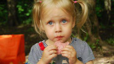 10 Cara Mengatasi Anak Susah Makan dan Kenali Penyebabnya