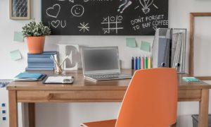 meja belajar dan papan tulis