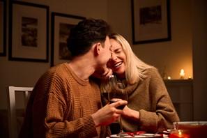 Ilustrasi Dinner Romantis