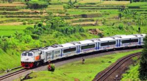 kereta api - alat transportasi darat